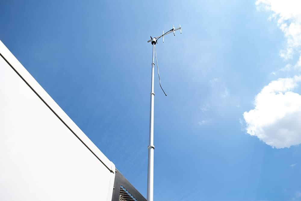Rijnmond Reportagewagen buitenkant / Antenna / Antenne / OB van / Triple Audio