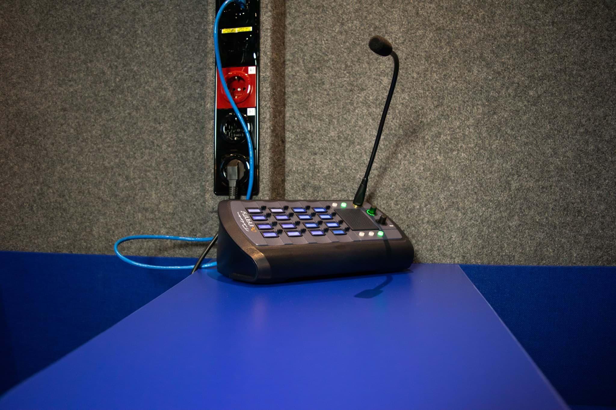 Rijnmond Reportagewagen binnenkant / Telos Infinity Intercom / OB van / Triple Audio