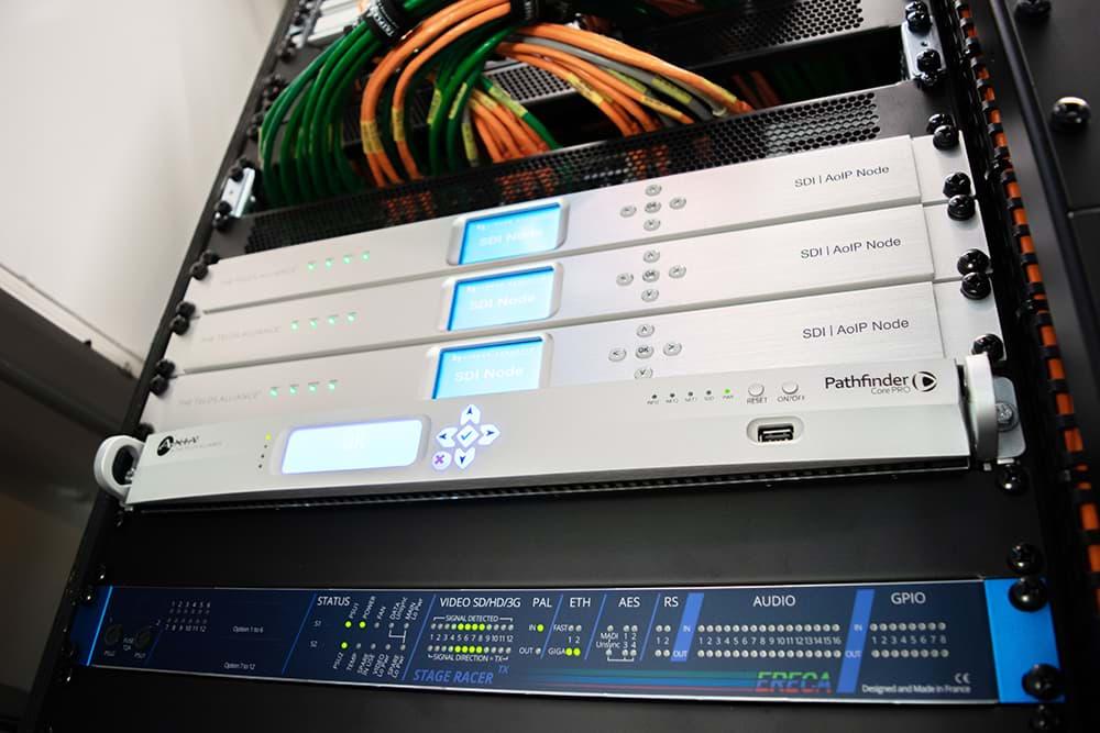 Rijnmond Reportagewagen binnenkant / Telos SDI AoIP Node / OB van / Triple Audio